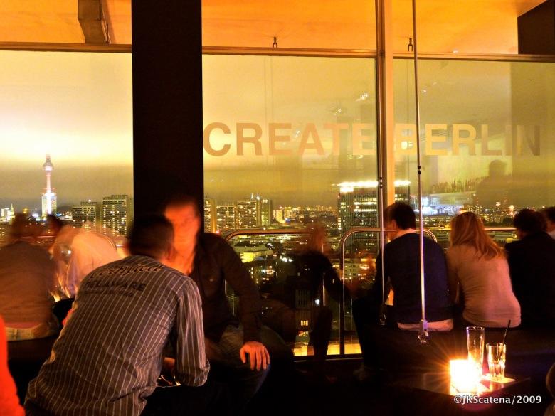 Bar e restaurante Solar, com sua bela vista da cidade iluminada