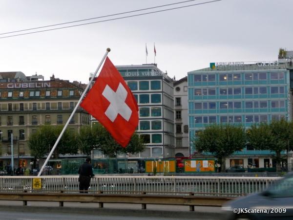 Genebra, vista com bandeira suíça