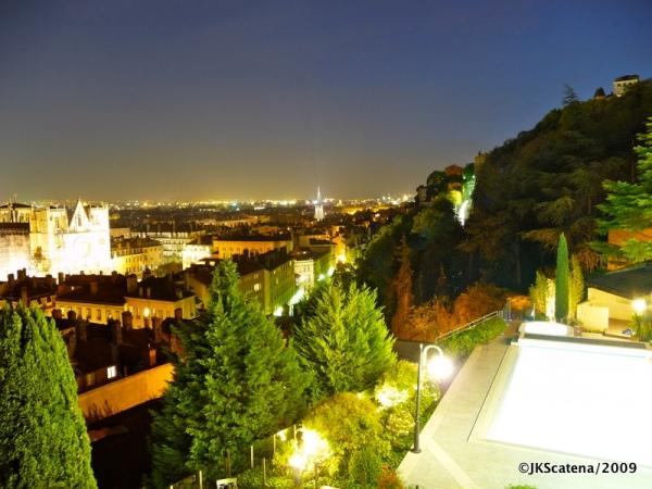 Vista noturna de Lyon, a partir do Villa Florentina