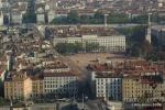 Uma das praças de Lyon, vista da Basilica de Fouvier