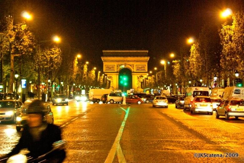 Champs Elisées, uma das mais charmosas avenidas do mundo