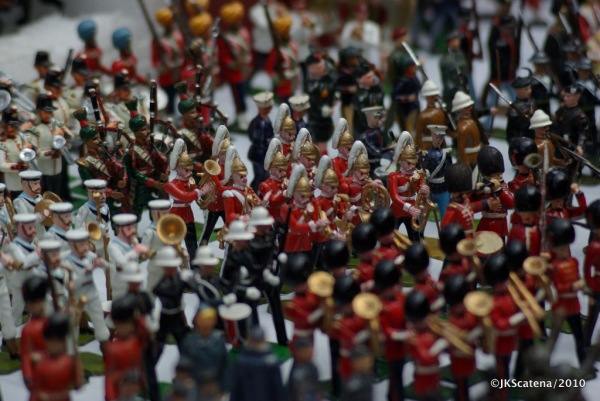 London: Portobello Market - Soldiers