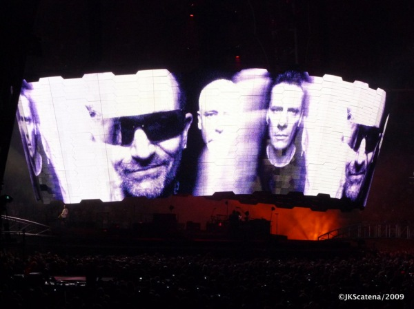 U2 @ Amsterdam: Faces
