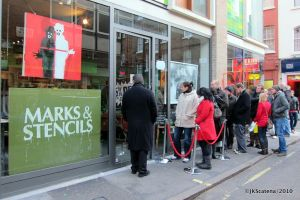 London: Marks & Stencils Shop, Queuing